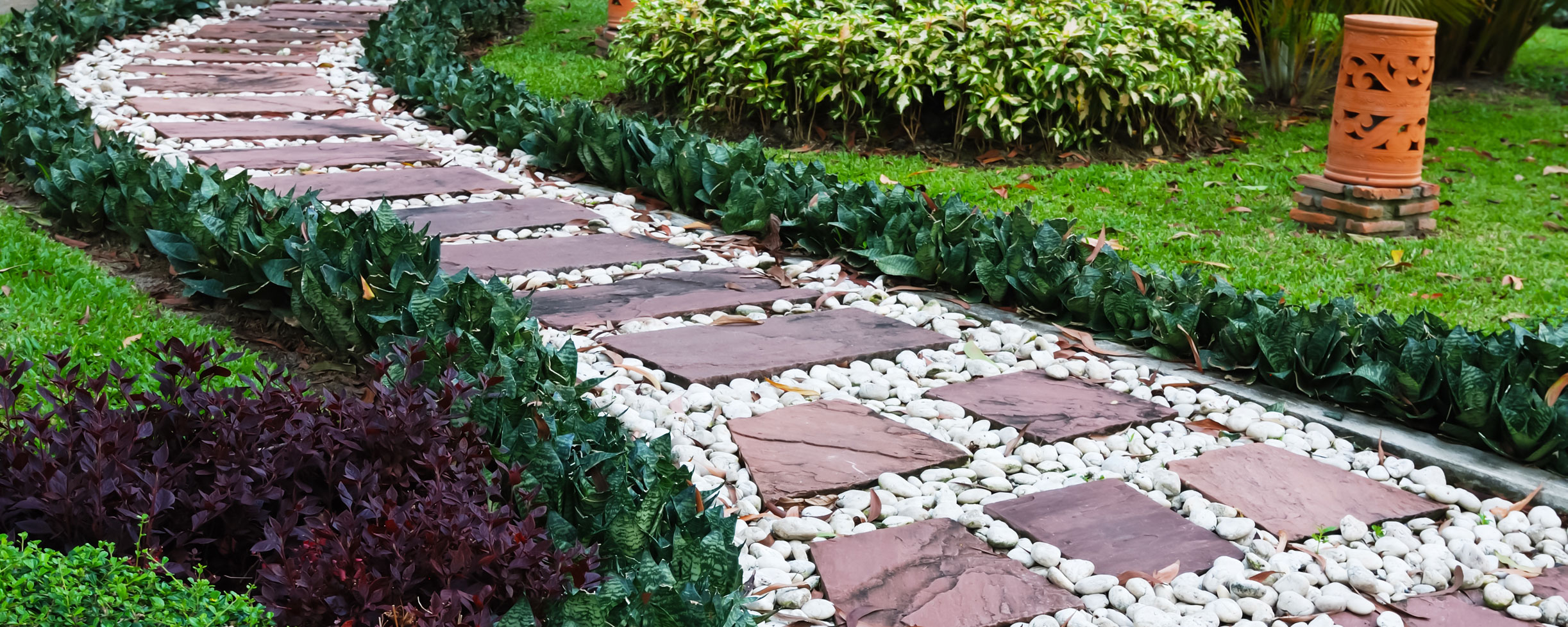 All Treat Beechwood Pebble Stone Pathway Image